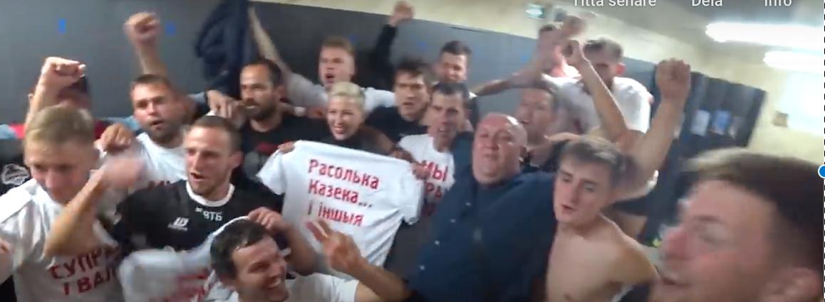 Jevgenij Kostjukevitj ochMaria Kolesnikova i Krumkatjis omklädningsrum efter cupskrällen mot Dinamo Minsk.