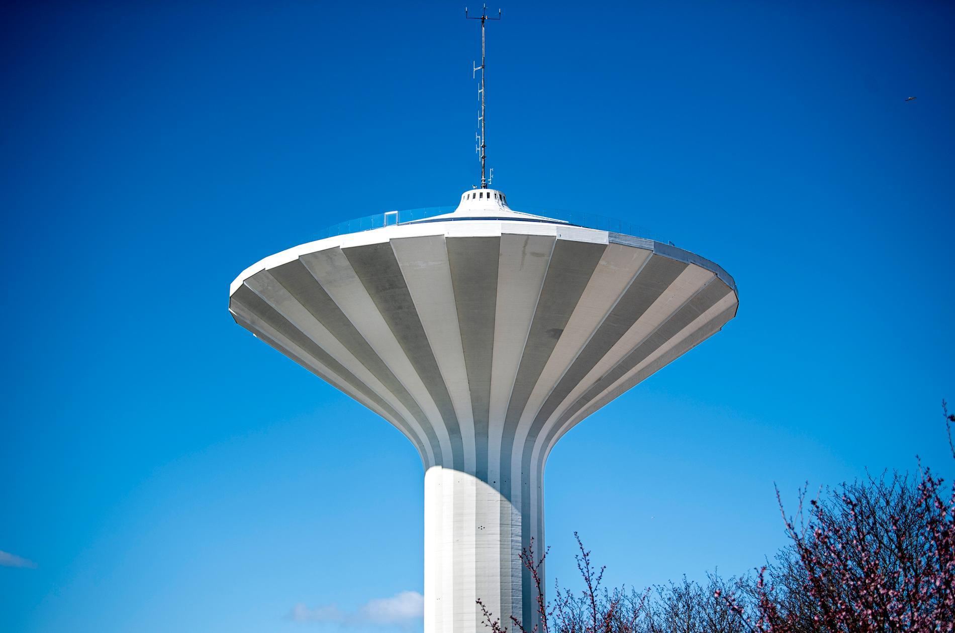På en kommun i Örebro län har en anställd som testat positivt för covid-19 ändå gått till jobbet på ett äldreboende. Arkivbild.