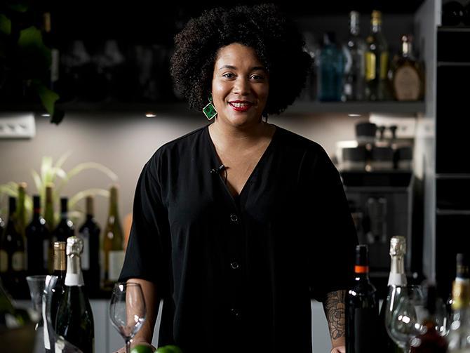Aftonbladets vinskola: Sommelieren Sarah Lindstrand Mboge svarar på de vanligaste frågorna om vin.