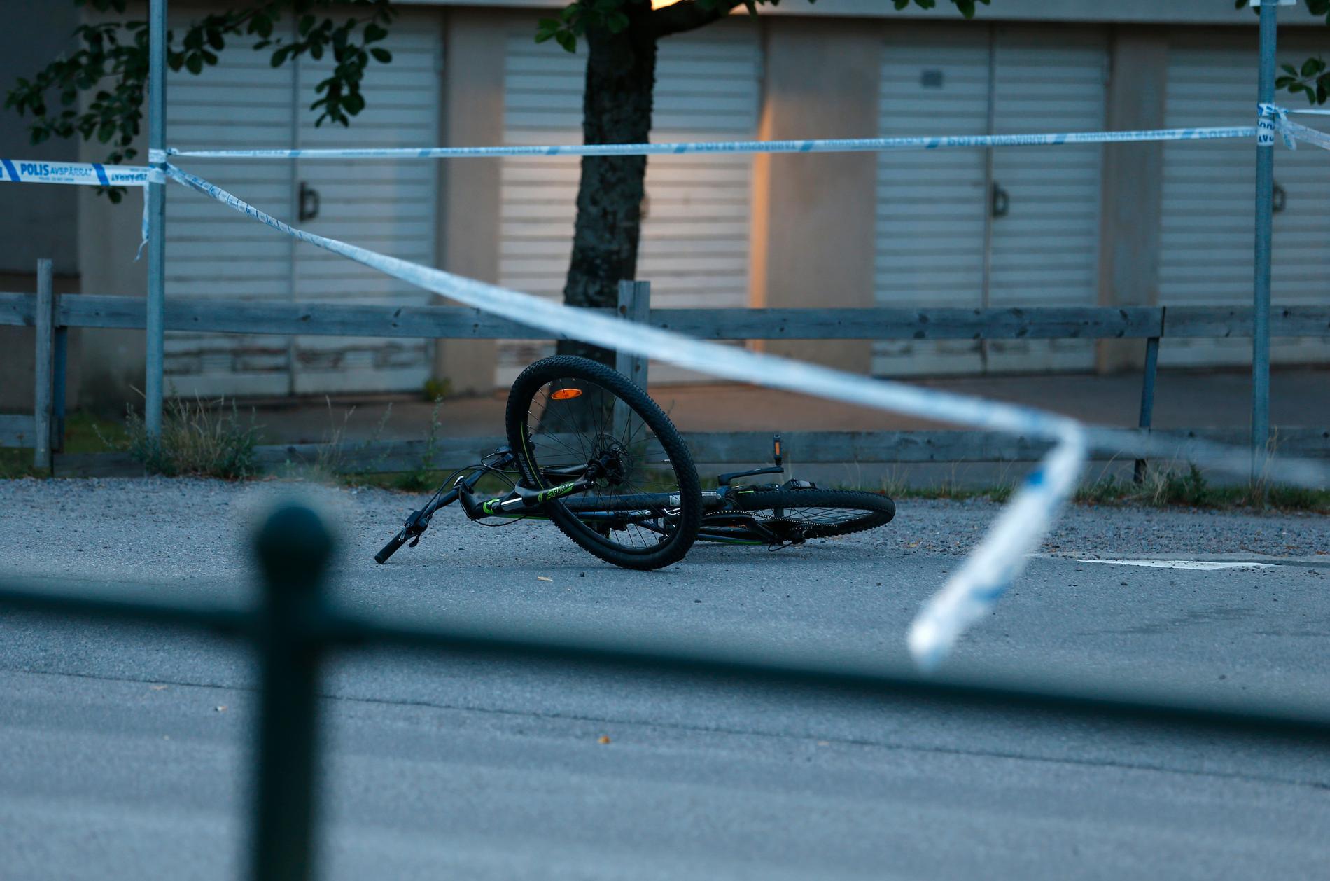 Polisens avspärrningar vid Berga centrum i Linköping har hävts efter torsdagskvällens skottlossning.
