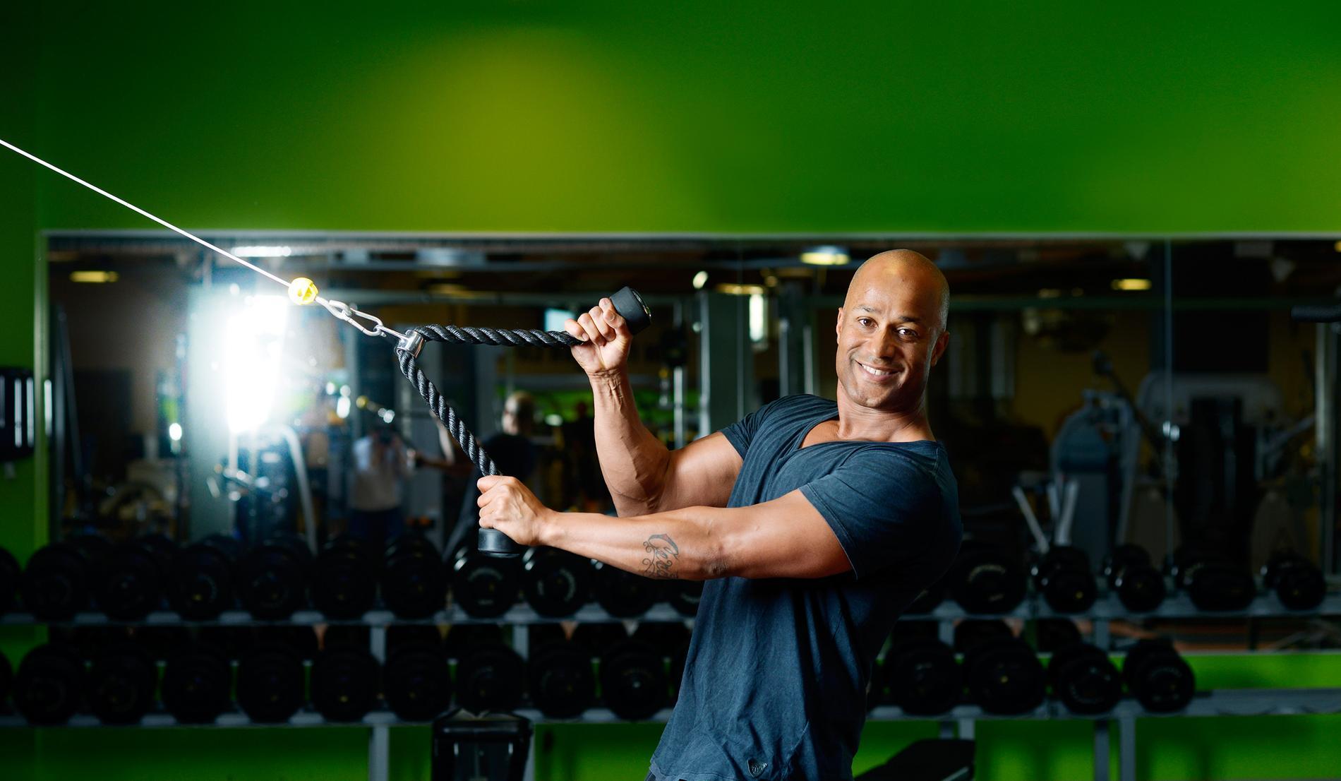 DFlex alias David Seisay är en av Sveriges första personliga tränare.
