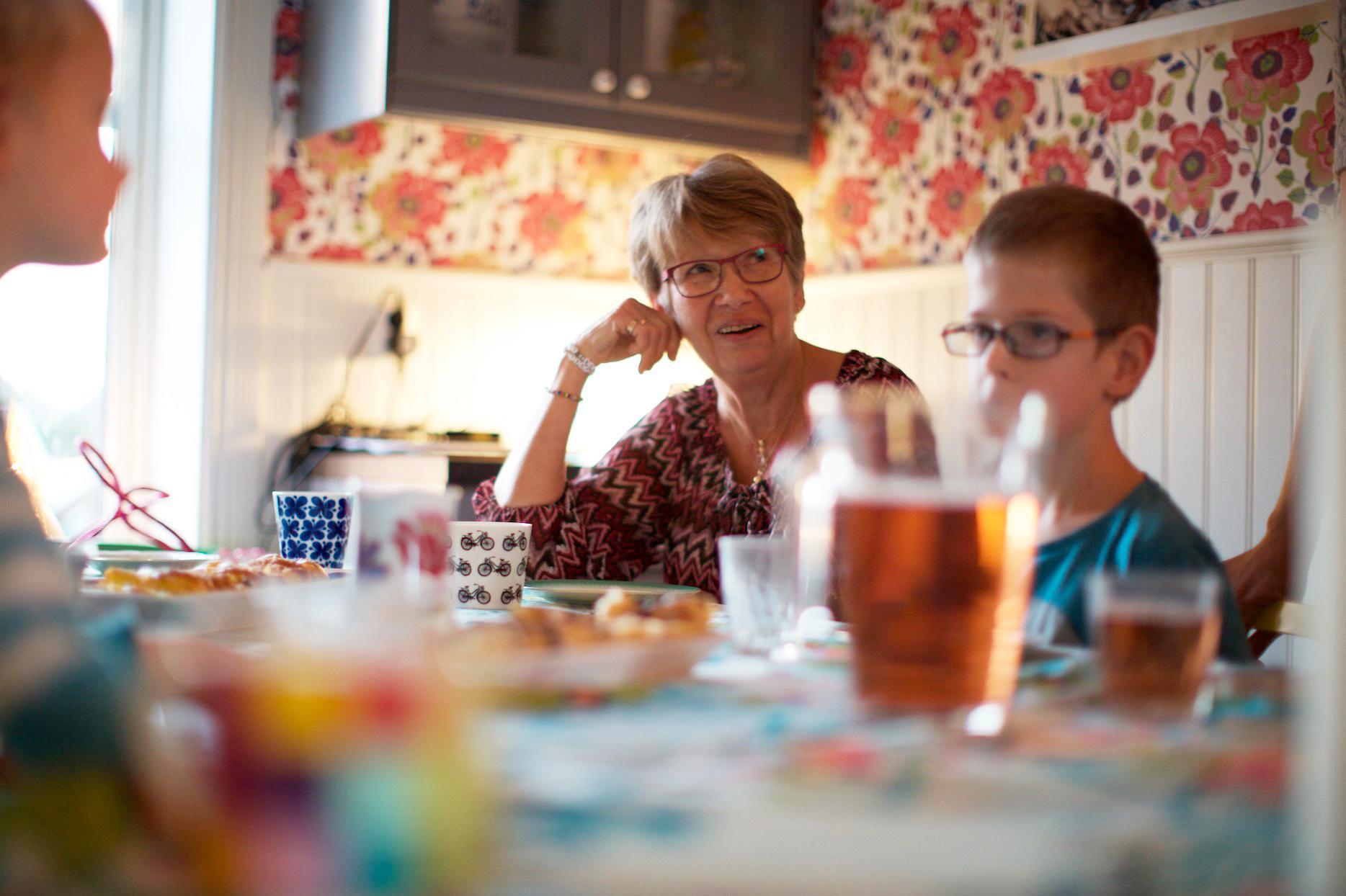 """""""Man får så otroligt mycket glädje tillbaka"""", säger Anita Nyström, som har fått många nya vänner för livet genom sitt arbete med stiftelsen."""
