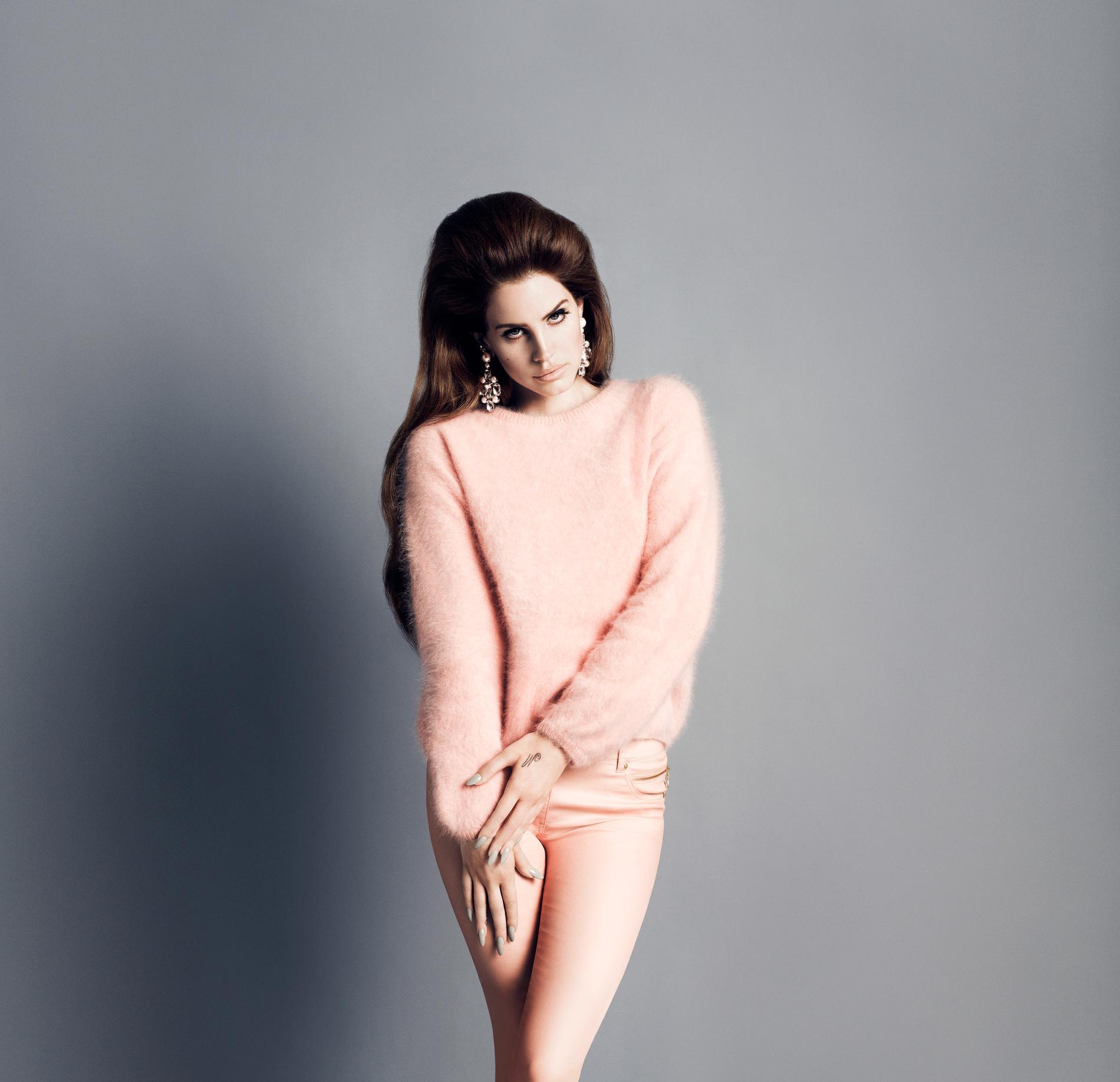 Lana Del Rey i en av höstens kampanjbilder.