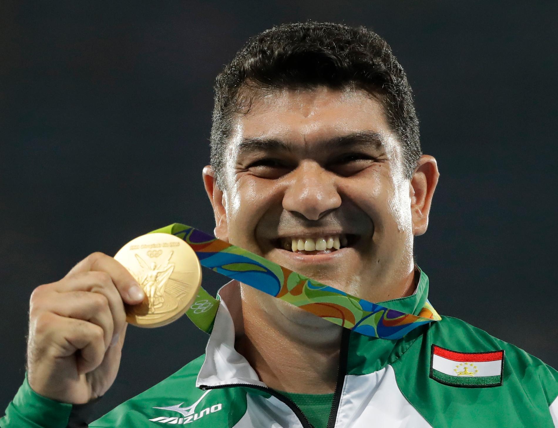 Tadzjikistans Dilsjod Nazarov tog OS-guld i Rio 2016. Nu har han stängts av för dopning. Arkivbild.