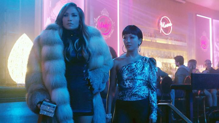 """Jennifer Lopez och Constance Wu i """"Hustlers""""."""