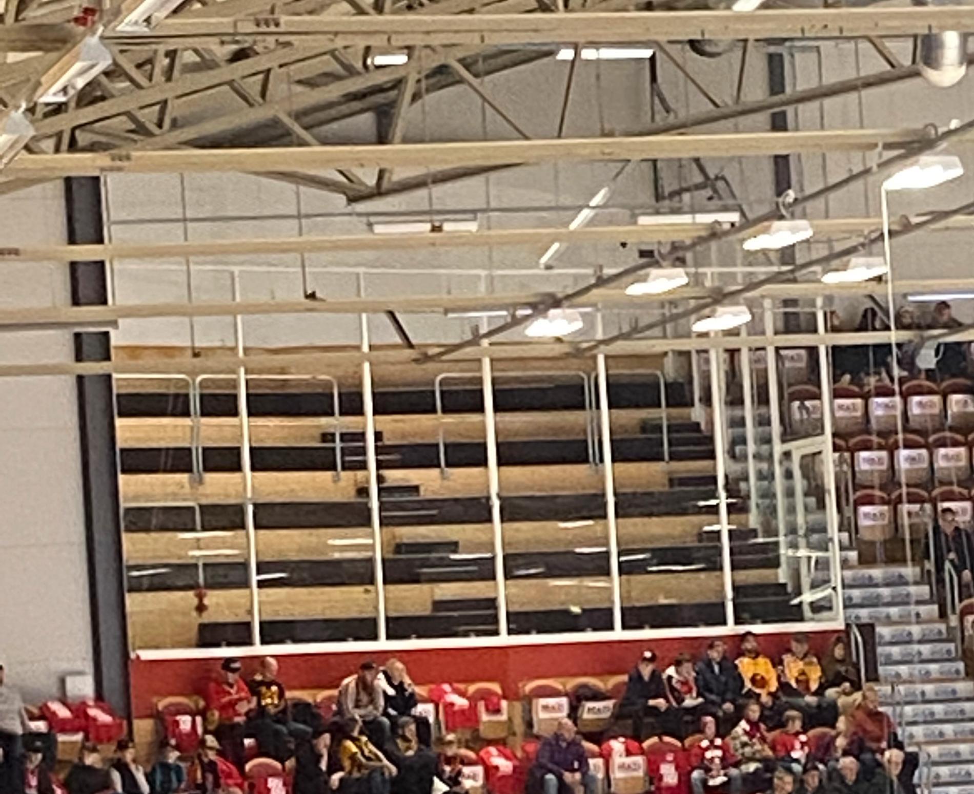 Den omdiskuterade muren i Timrås hemmaarena, NHC Arena.