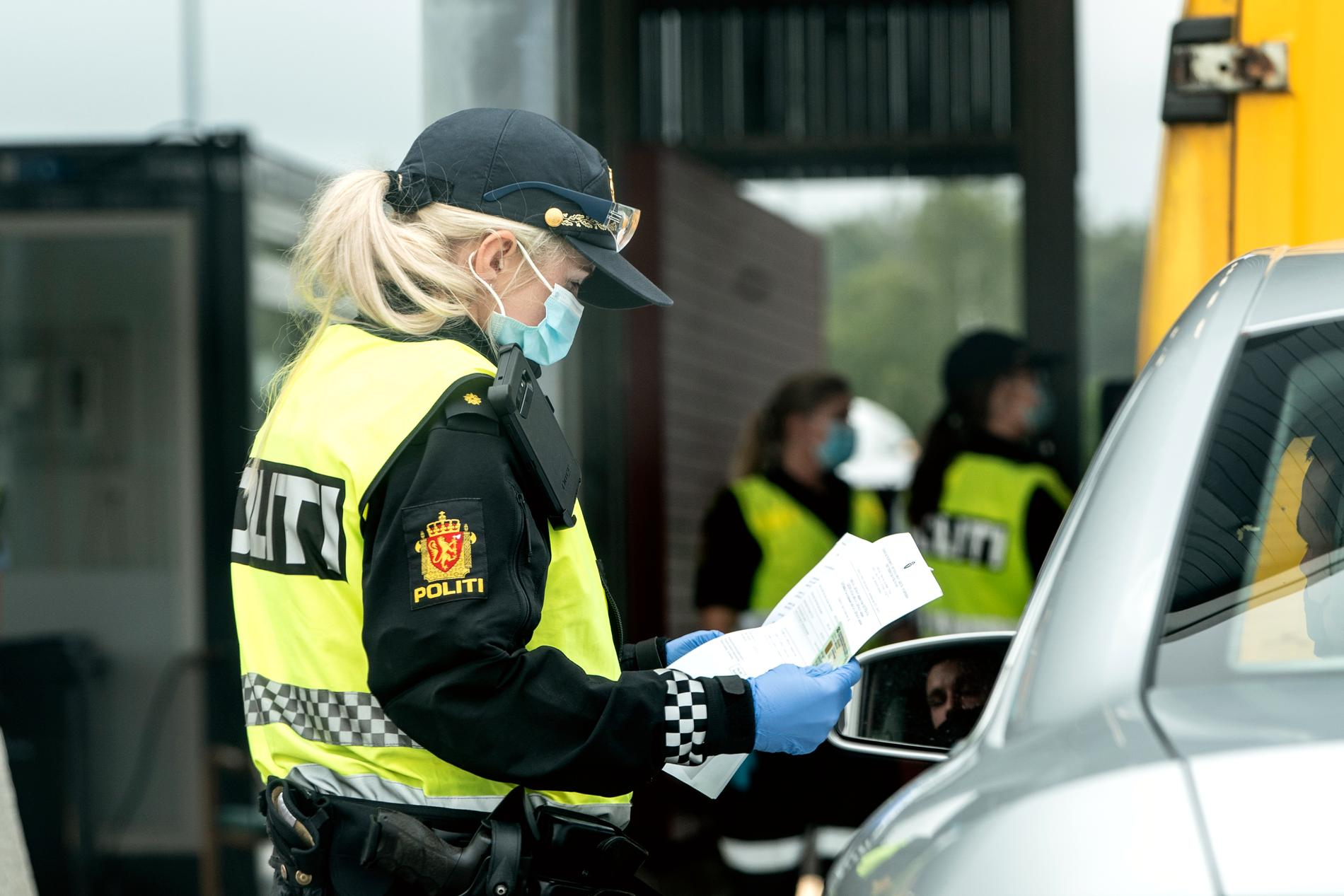 Norsk polis vid gränsen.