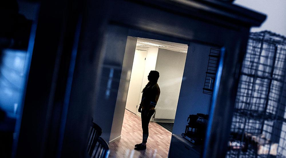 Arkivbild från 2017, flicka med skyddad identitet efter att ha utsatts för hedersförtryck.