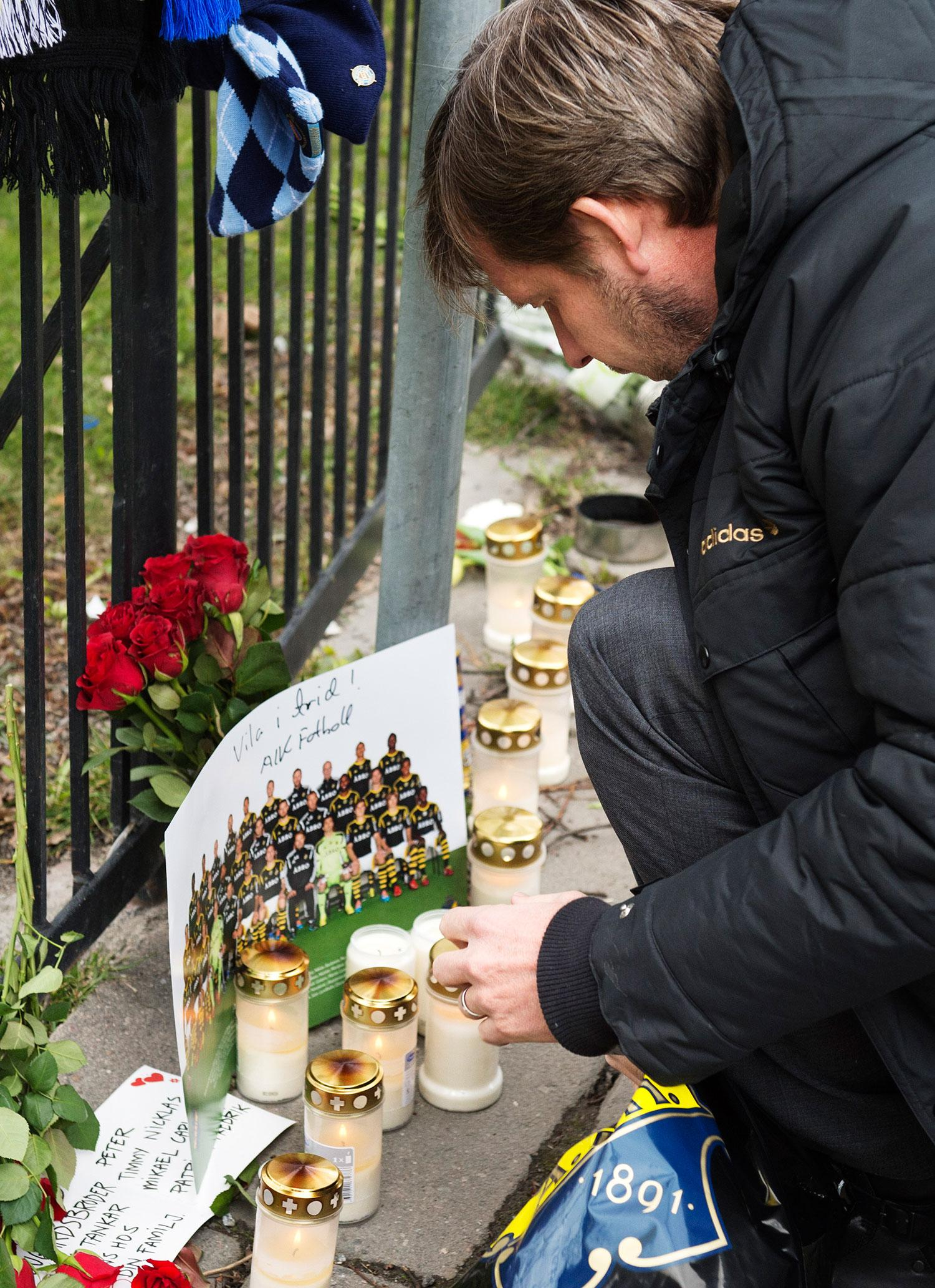 Thomas Edselius hedrar omkomne Dif-supportern.