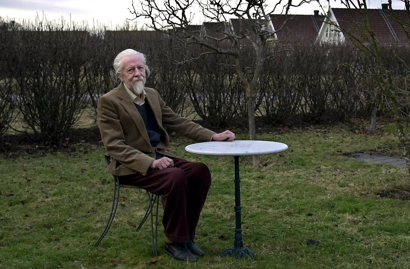 Willy Kyrklund (1921–2009) i sitt hem i Uppsala 2001.