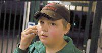 Johan, 13, var ute och fiskade. Plötsligt fick se rymmarbilen åka förbi med polisen efter sig.