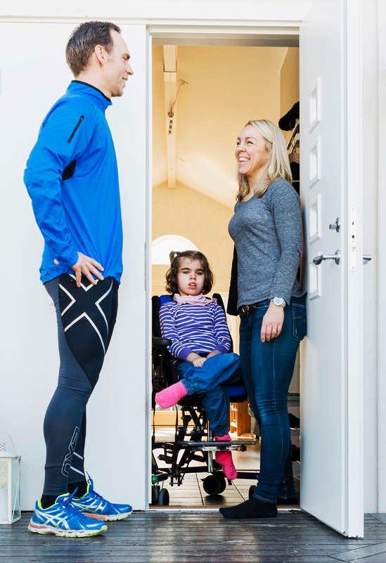 """Trine Nyberg gjorde uppehåll en säsong när yngsta dottern Sigrid föddes för fyra år sedan. I övrigt är det full fart med träningen för både henne och maken Magnus - trots heltidsarbeten och två barn. """"Vi gör allt vi kan för att det inte ska påverka familjelivet. Träningen är en hobby"""", säger Magnus."""