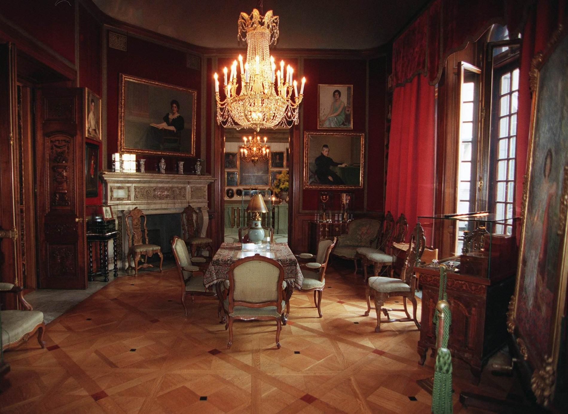 Hallwyllska Palatset kan du besöka - från soffan