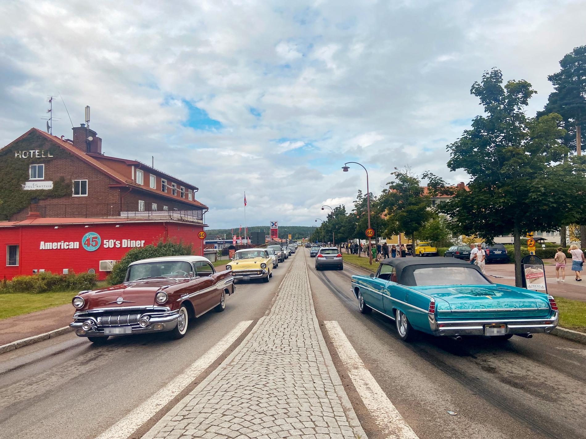 I centrala Rättvik var det långa bilköer på lördagen.