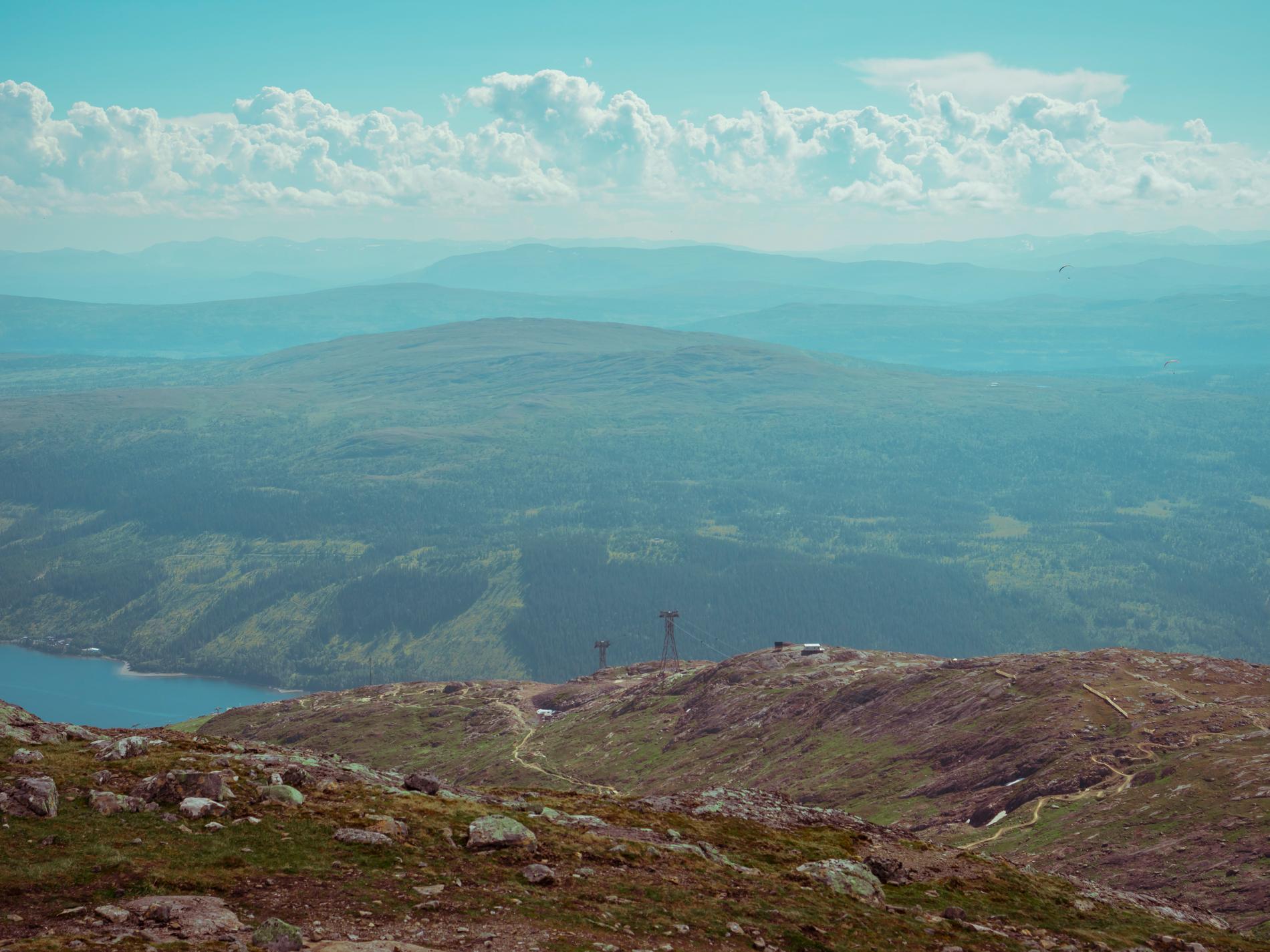 Det tar ett tag att ta sig upp till Åreskutan, men framme är utsikten milsvid.