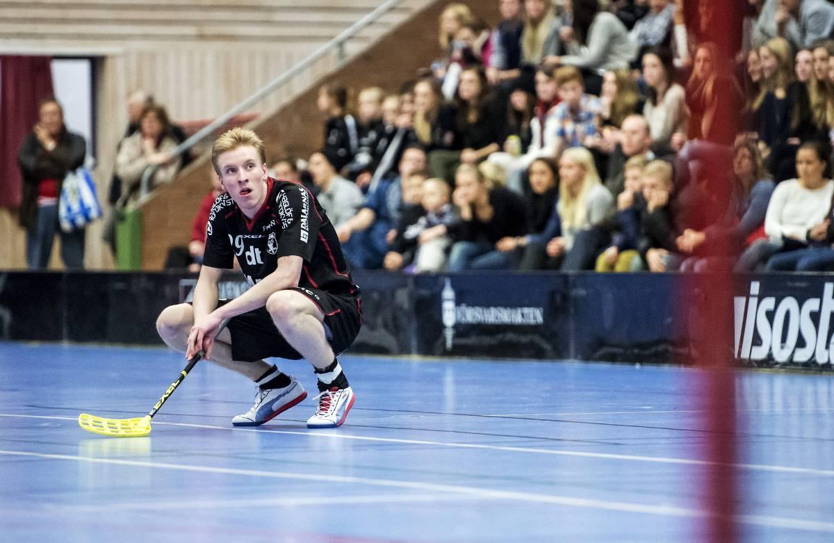 Alexander Rudd skrev på för Storvreta mitt under säsongen – och blev avstängd av Falun.