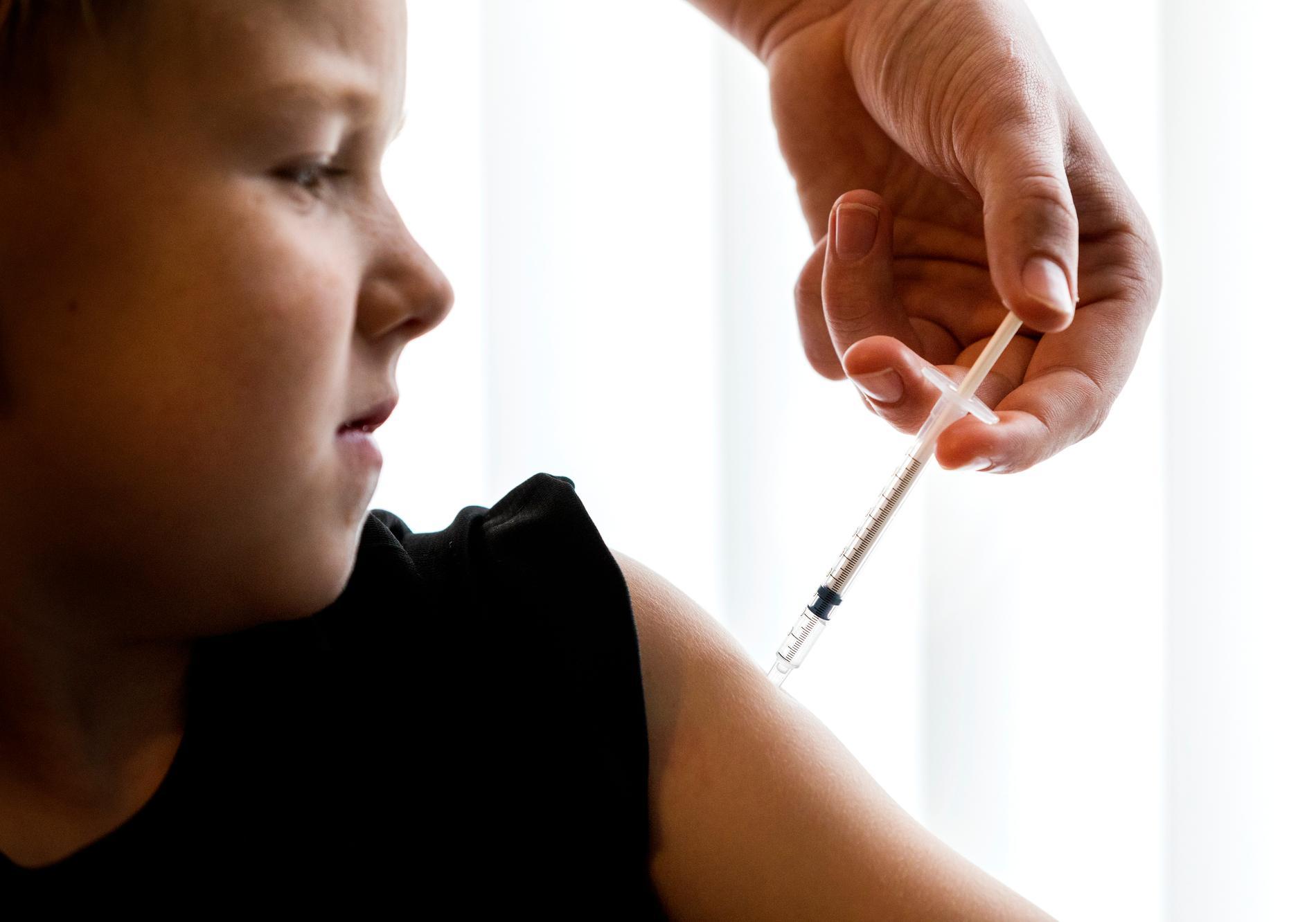 Så snart i tiden kommer barn få vaccin mot covid-19 gissar experterna.