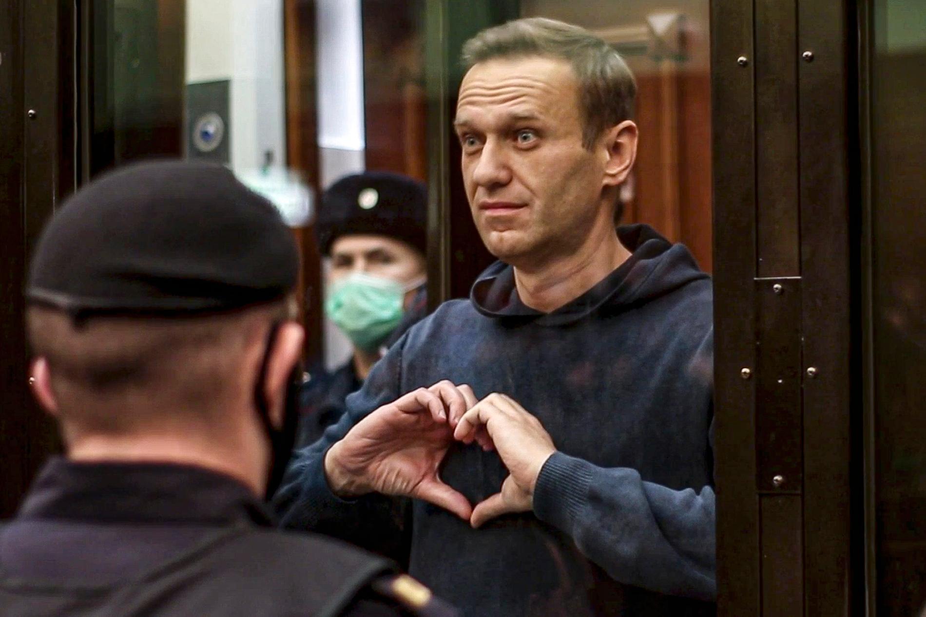 Aleksej Navalnyj i februari, när han dömdes till fängelse.
