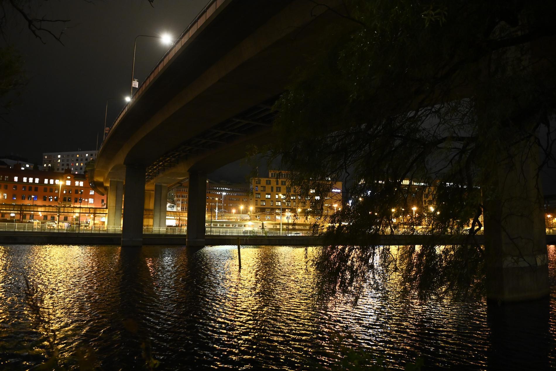 Barnhusviken utgör, tillsammans med Klara sjö och Karlbergskanalen, ett kanalsystem i centrala Stockholm – från Riddarfjärden till Solna – mellan stadsdelarna Norrmalm, Kungsholmen och Vasastaden. Längs Kungsholmsstranden, där torsdagens polisinsats pågick, går ett ett populärt promenadstråk.