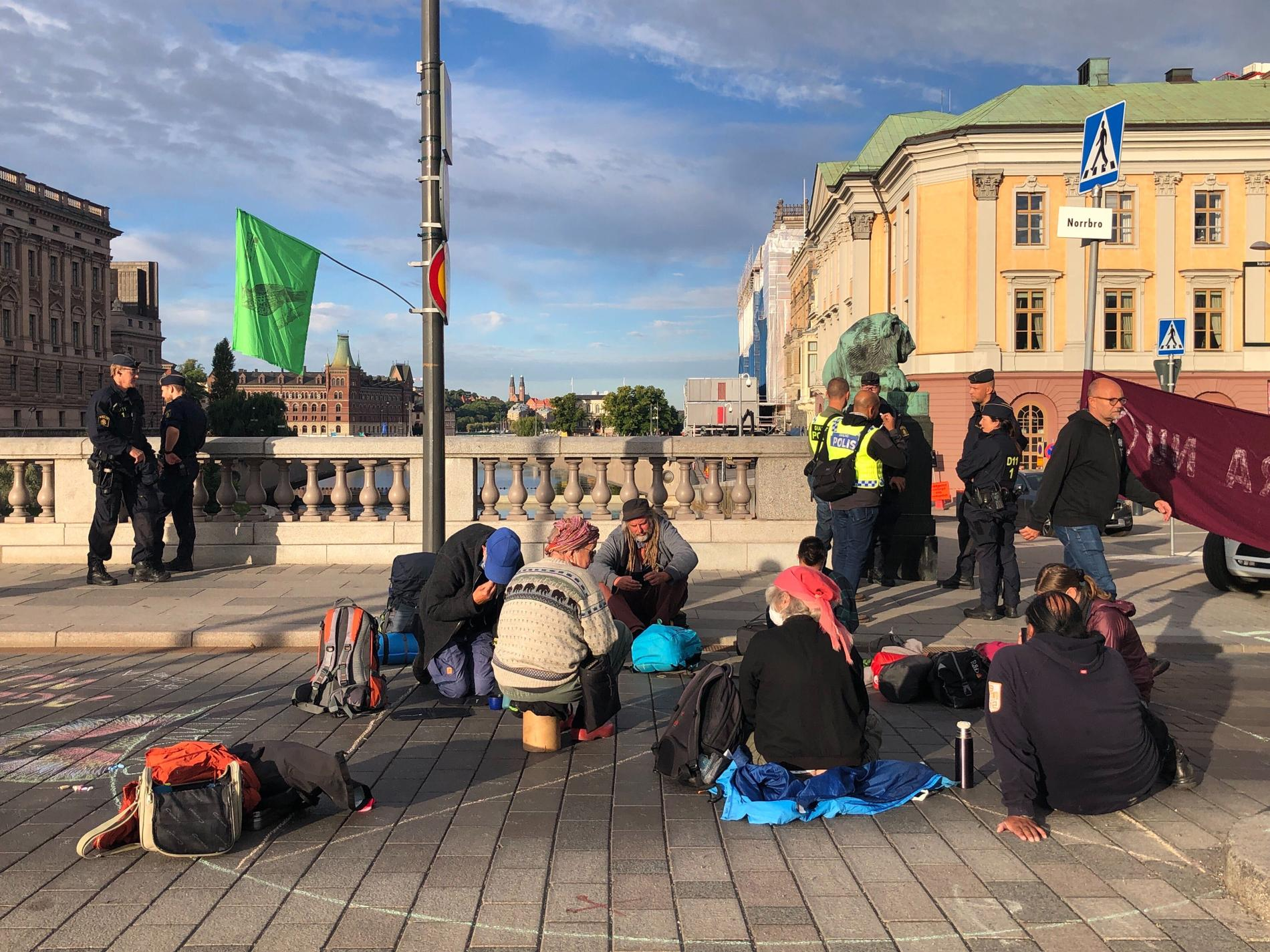 Aktivister på Norrbro.