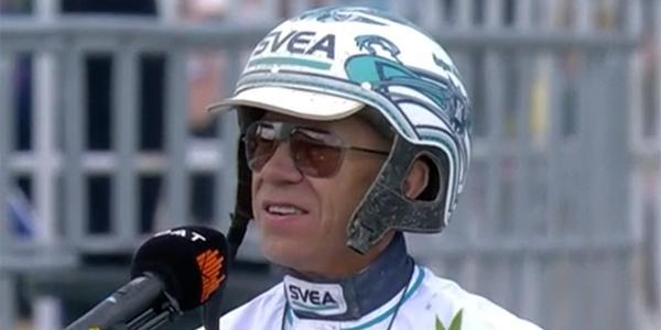 Örjan Kihlström i vinnarcirkeln efter loppet.