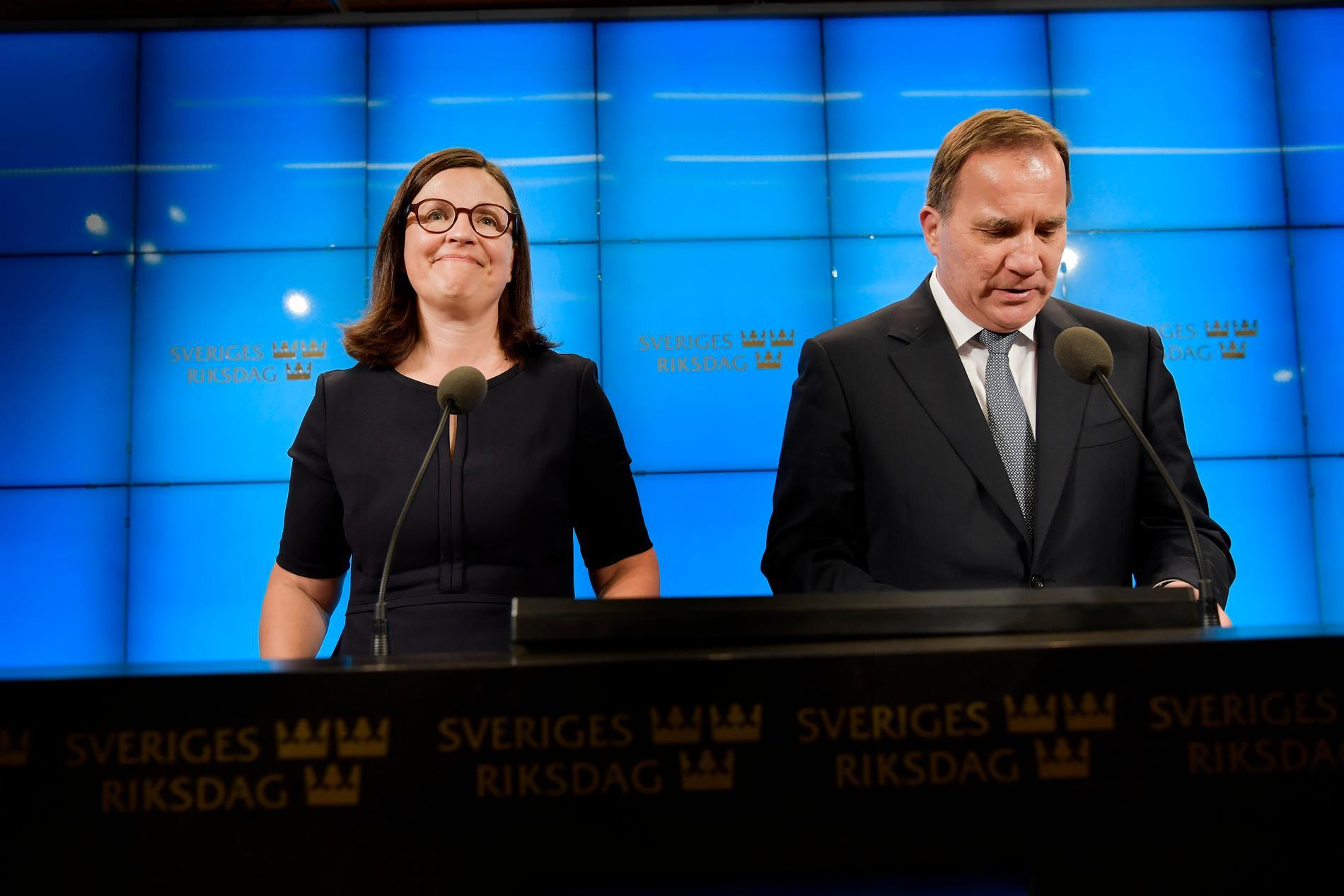 Gymnasieminister Anna Ekström och Stefan Löfven.