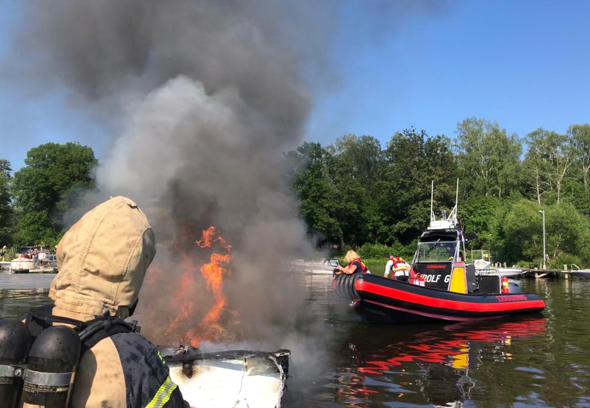 Fritidsbåten exploderade en onsdagseftermiddag i juni. Tre personer skadades.
