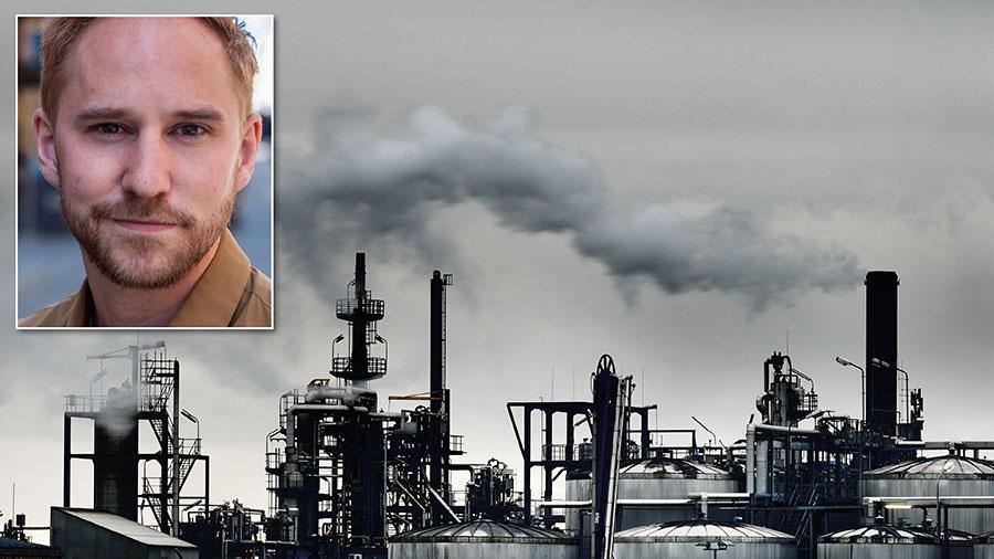 Ett grundläggande problem i svensk politik är att man fortfarande planerar för grön tillväxt – att vi kan fortsätta att ha tillväxt, bara den är grön. Det är en myt som inte har stöd i forskningen. När tillväxten ökar, ökar även utsläppen av koldioxid, skriver Jonas Bane från Klimatriksdagen.