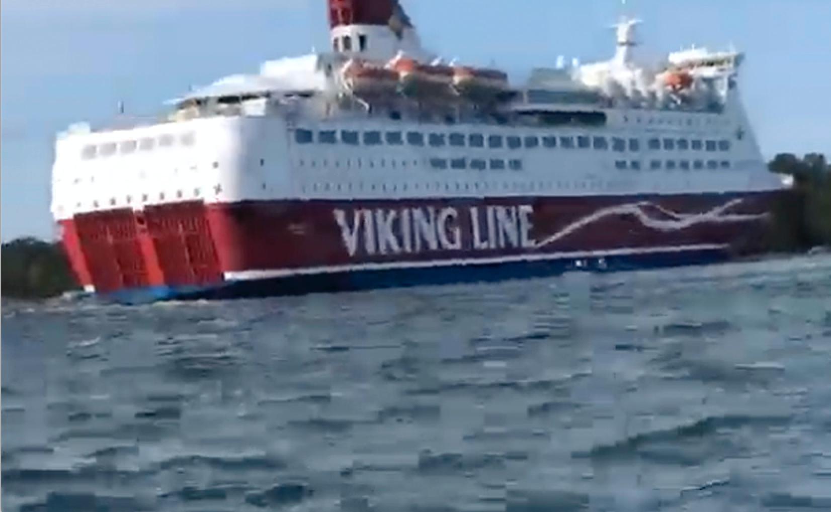 Viking Line-färjan Amorella har gått på grund utanför Åland