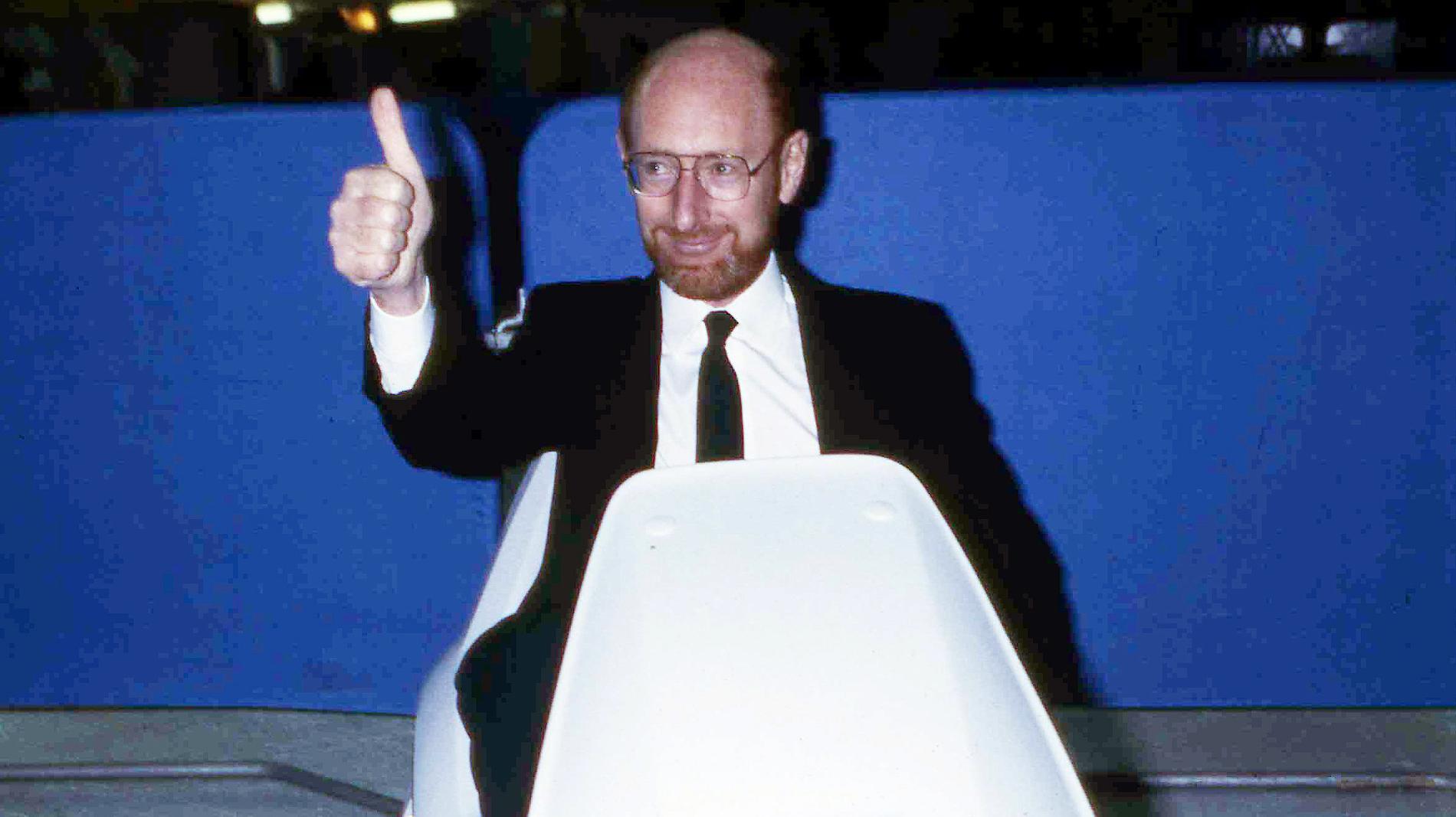 Sir Clive Sinclair på sitt elfordon C5. Arkivbild.