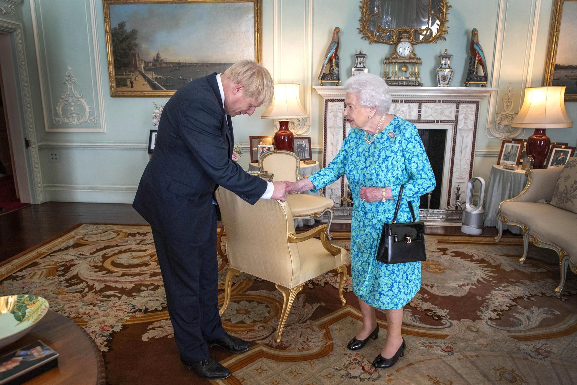 Boris Johnson välkomnas som premiärminister av drottning Elizabeth II.