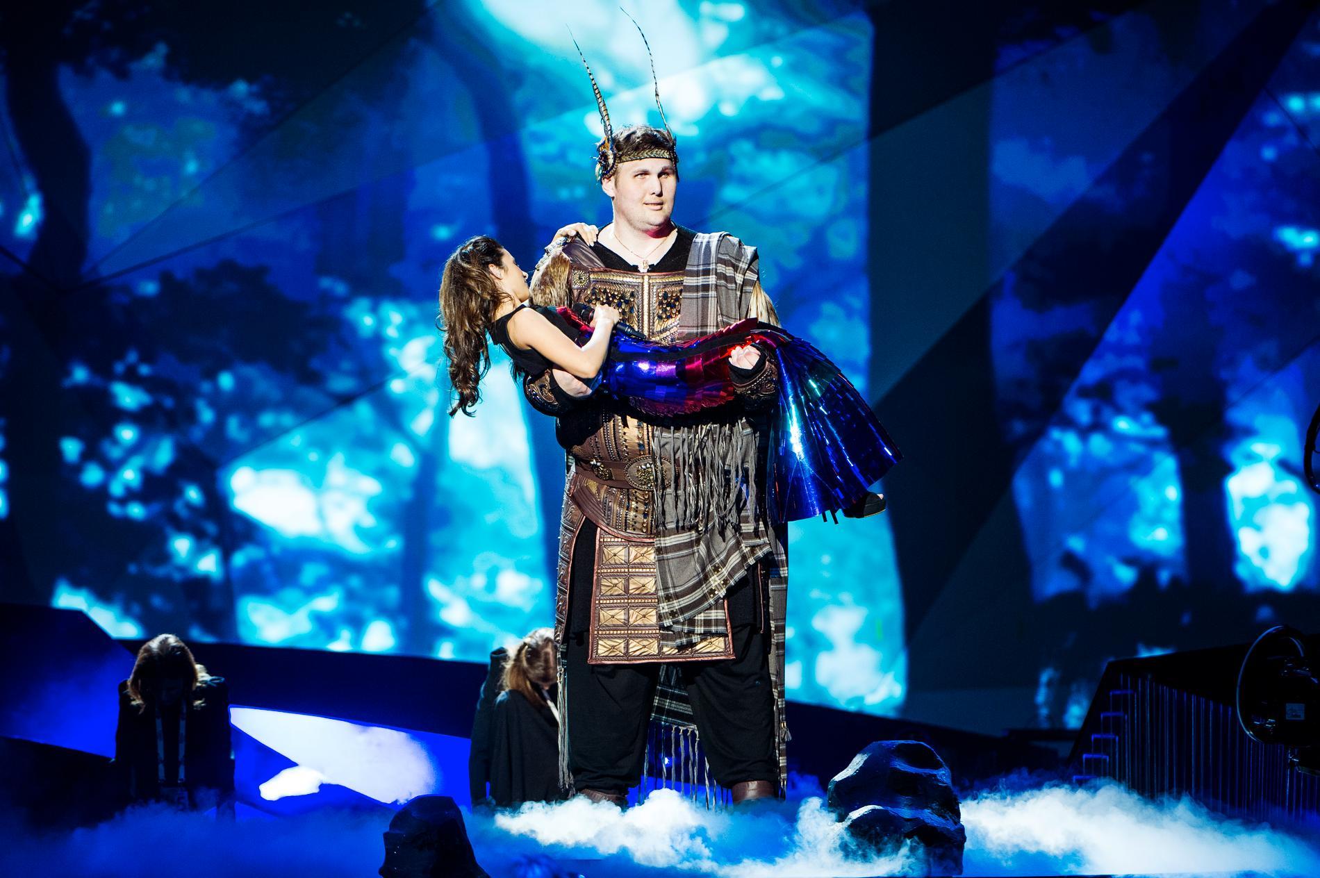 Igor Vovkovinskiy väckte uppmärksamhet under Eurovision song contest i Malmö 2013 när han bar in Ukrainas artist Zlata Ognevich på scenen.