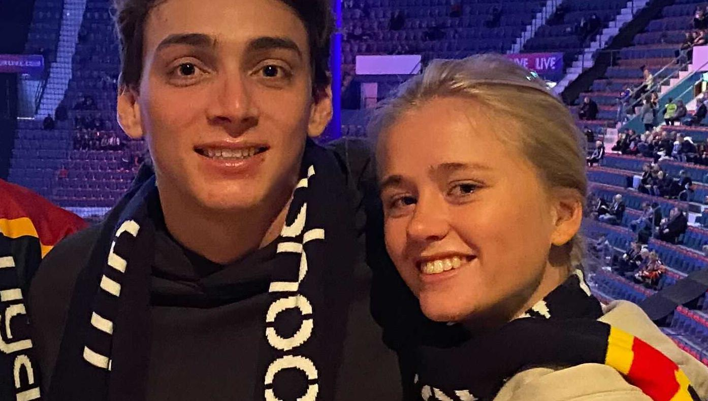Armand Duplantis och flickvännen Desiré Inglander på plats på Hovet.