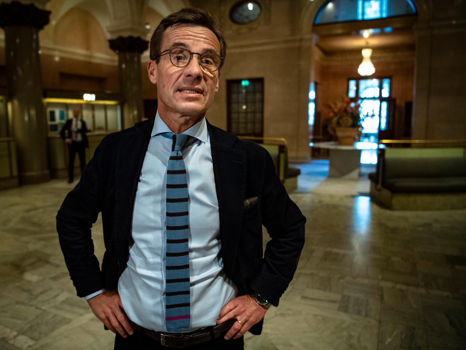 Ulf Kristersson tycker att den nuvarande regeringen inte har auktoritet eller inger respekt.