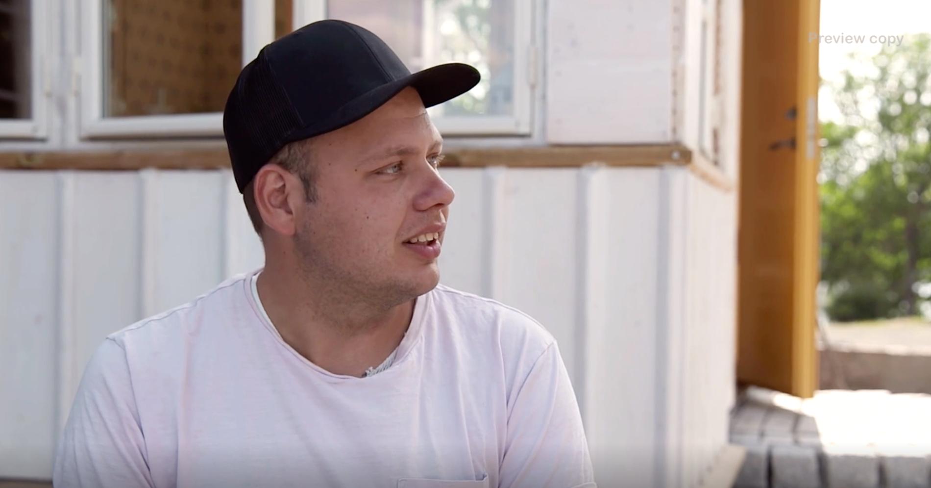 """Patrik Fernlund svimmade på gården under inspelningarna av """"Bonde söker fru""""."""