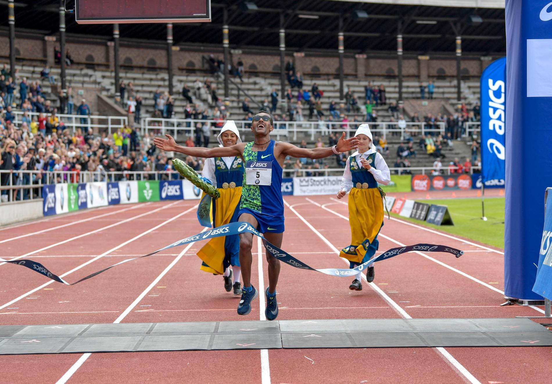 Nigussie Sahlesilassie satte nytt banrekord i Stockholm Marathon.