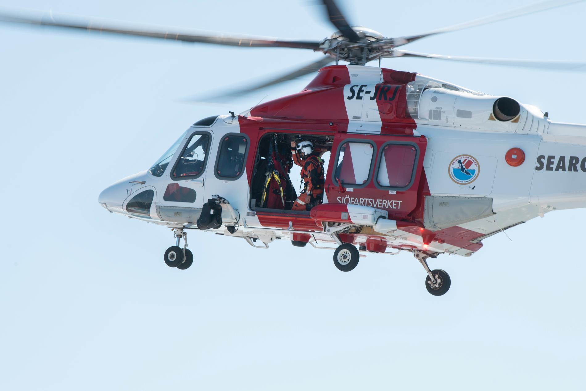 En räddningshelikopter skickades för att bistå vid grundstötningen i Göteborgs norra skärgård. Arkivbild.