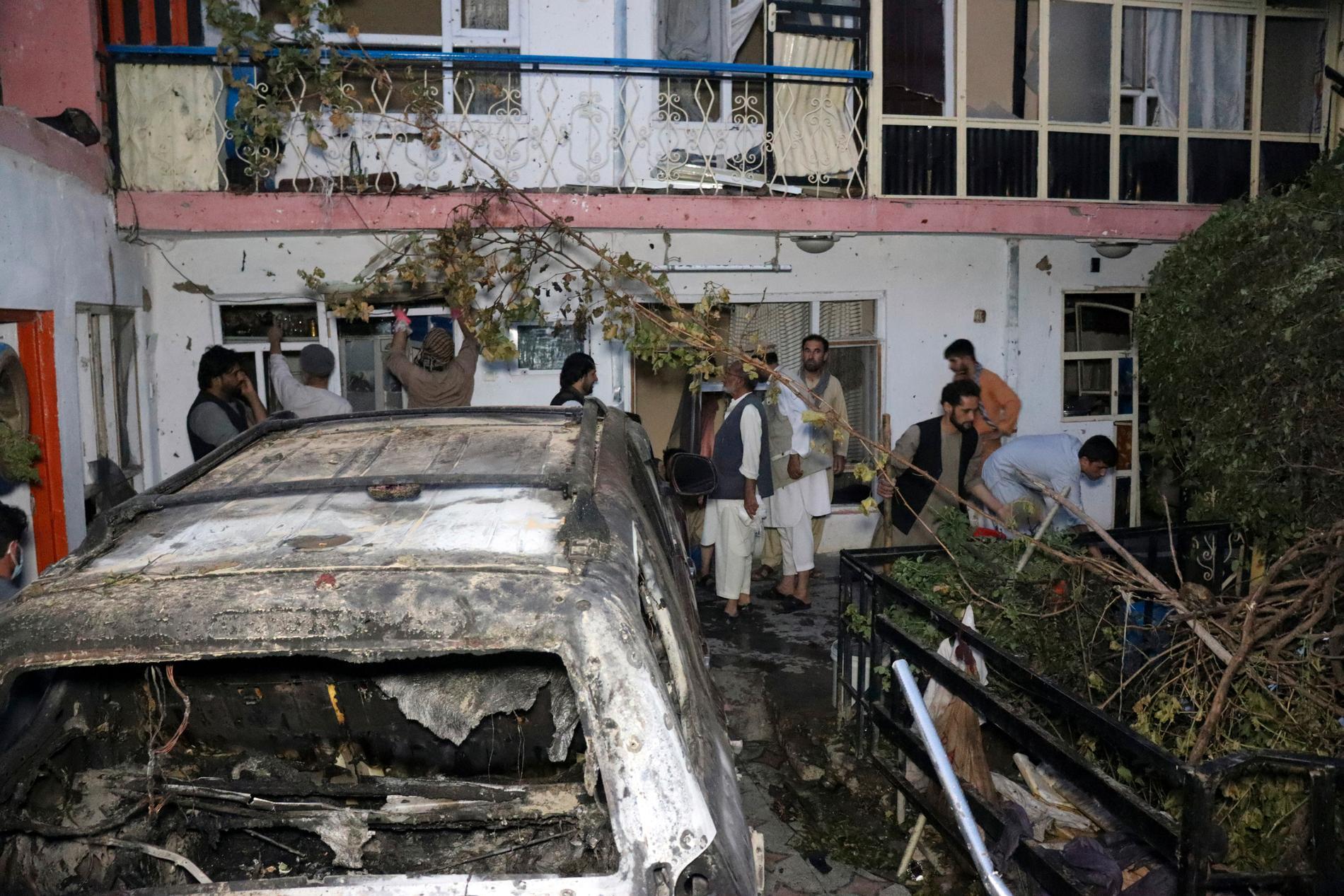 Bilen som uppgavs ha transporterat självmordsbombare angreps av en amerikansk drönare. Militären erkände senare att det var ett misstag, bara civila fanns i bilen.