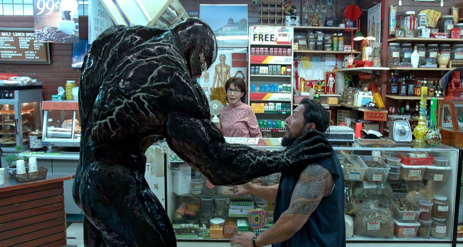 Venom stoppar rånare.
