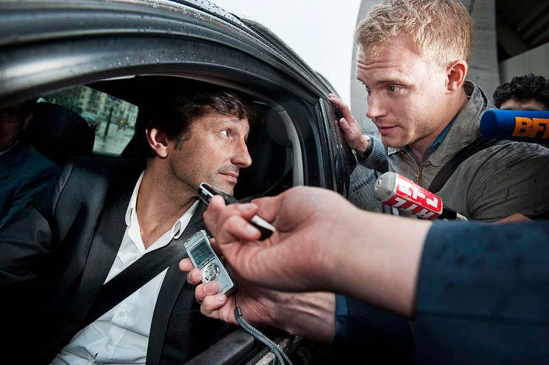 """""""Vi jobbar och jobbar""""  Paris Saint Germains sportchef Leonardo lämnade förhandlingarna vid 21 i går kväll och tog sig tid till en pratstund med Sportbladets reporter Erik Karlsson. Han bekräftade att ingenting är klart."""