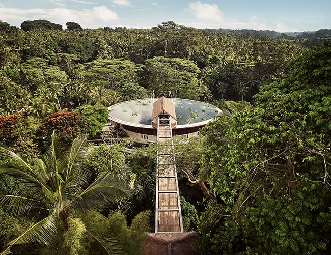 Mitt i djungeln i Indonesien ligger Four seasons resort Sayan.