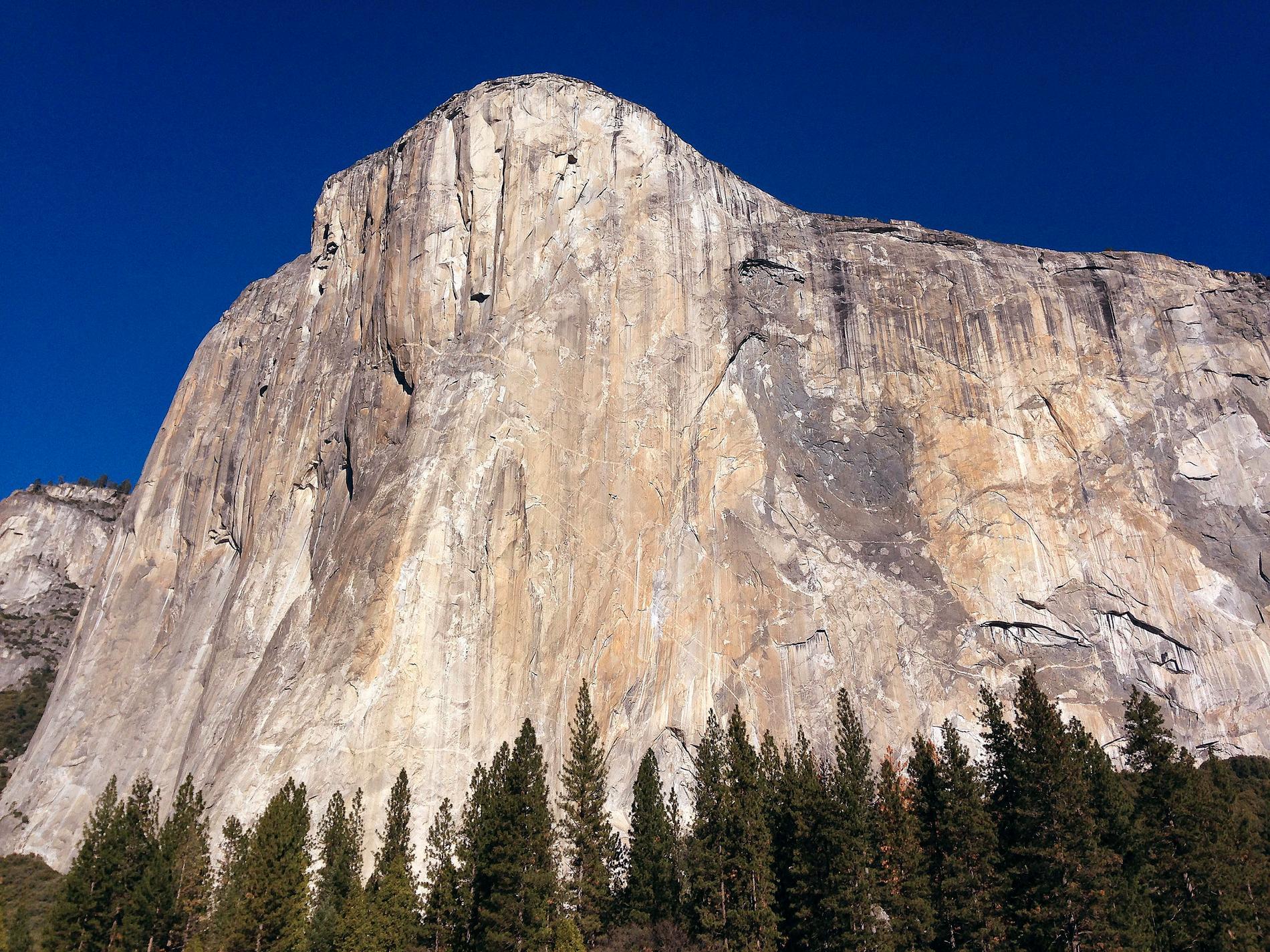 Två klättrare omkom på lördagsmorgonen när de föll från klippformationen El Capitan i nationalparken Yoesmite. Arkivbild.