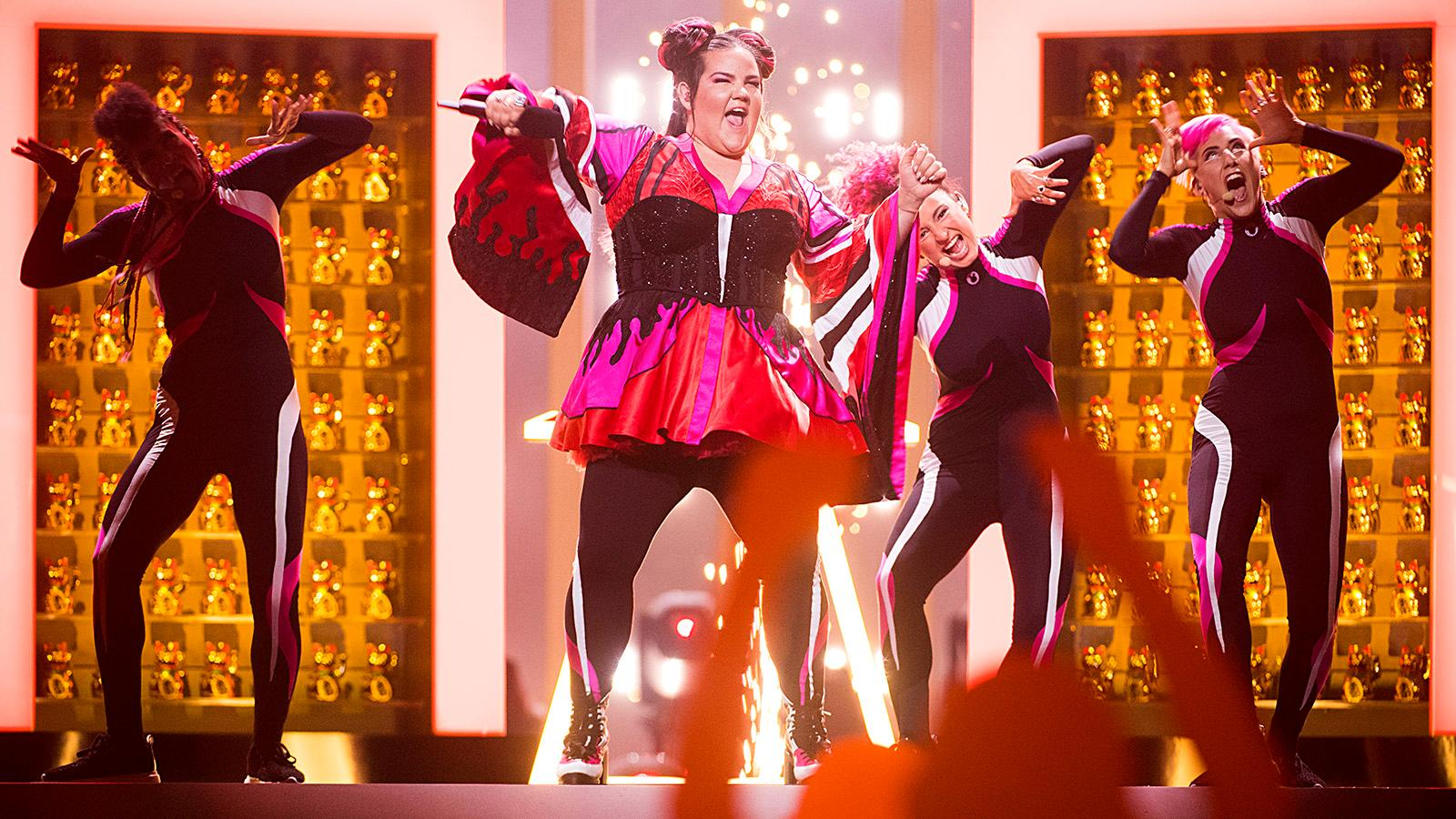 En kacklande Netta tog hem Eurovision i fjol. Artisten som ska försvara titeln för Israel i år heter Kobi Marimi.