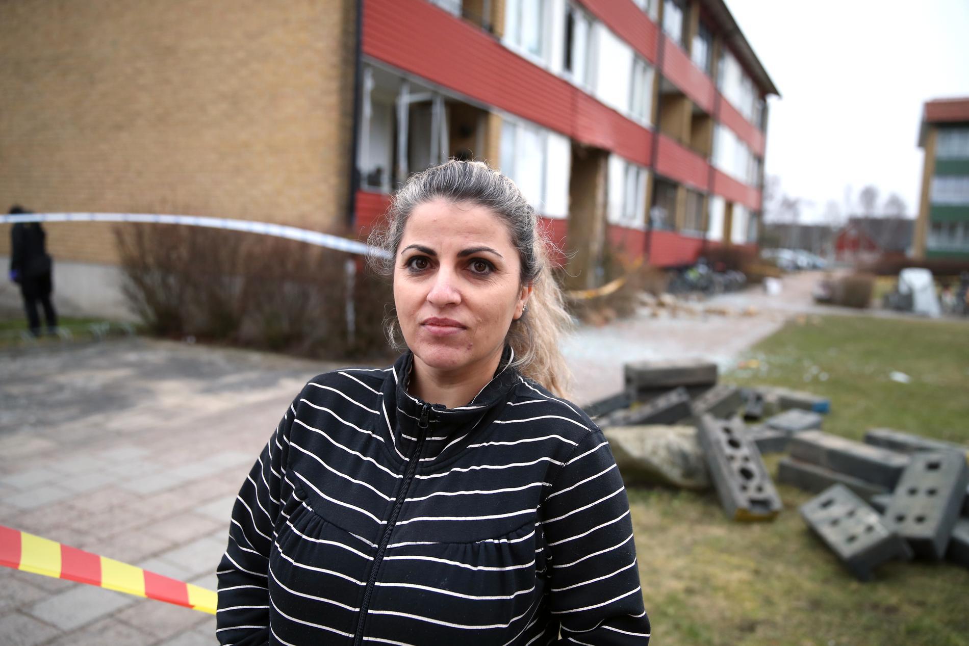 Ragbet Haliti fick flera fönster till sin lägenhet krossade vid explosionen.