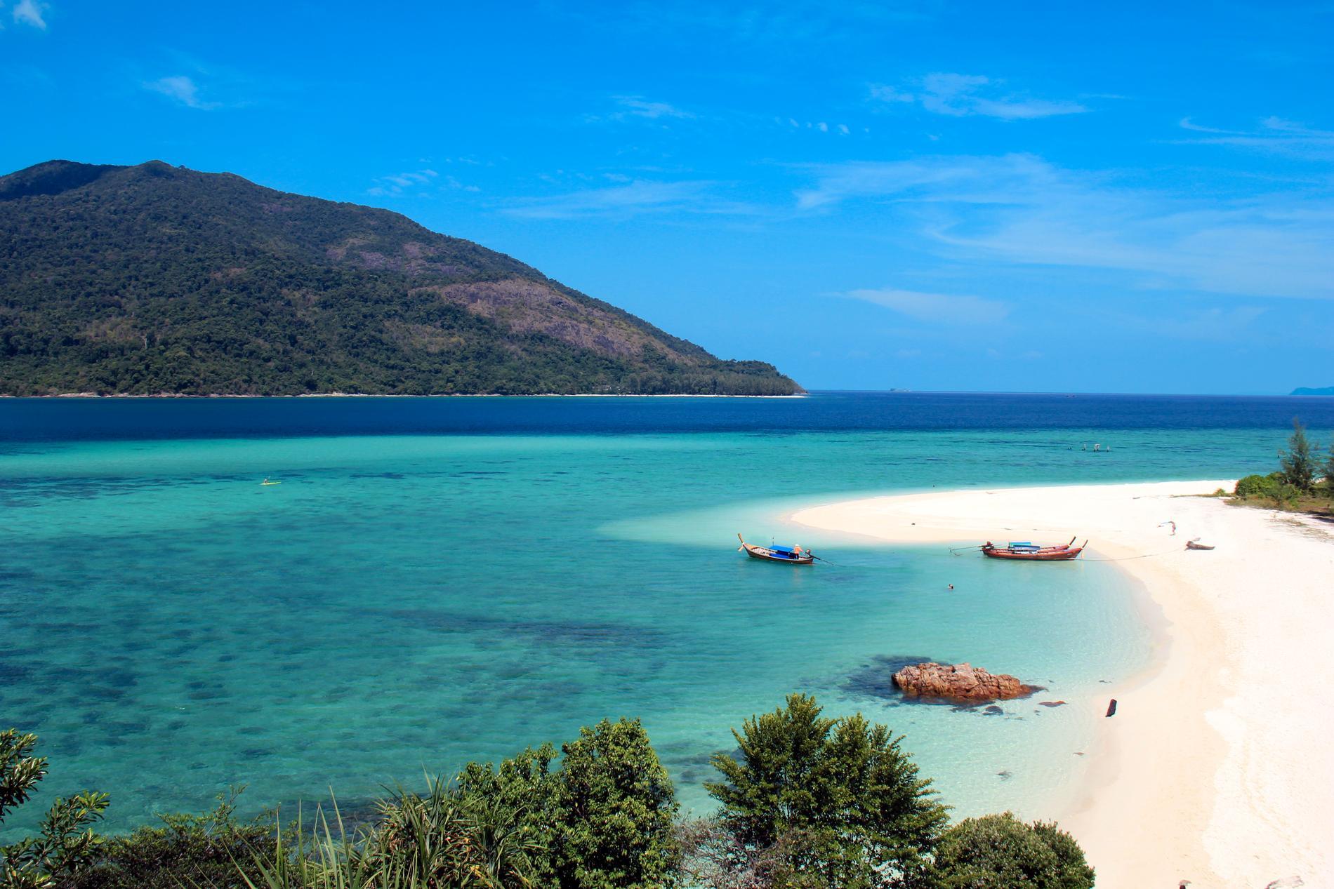 Koh Lipe har tre större stränder och flera mindre.