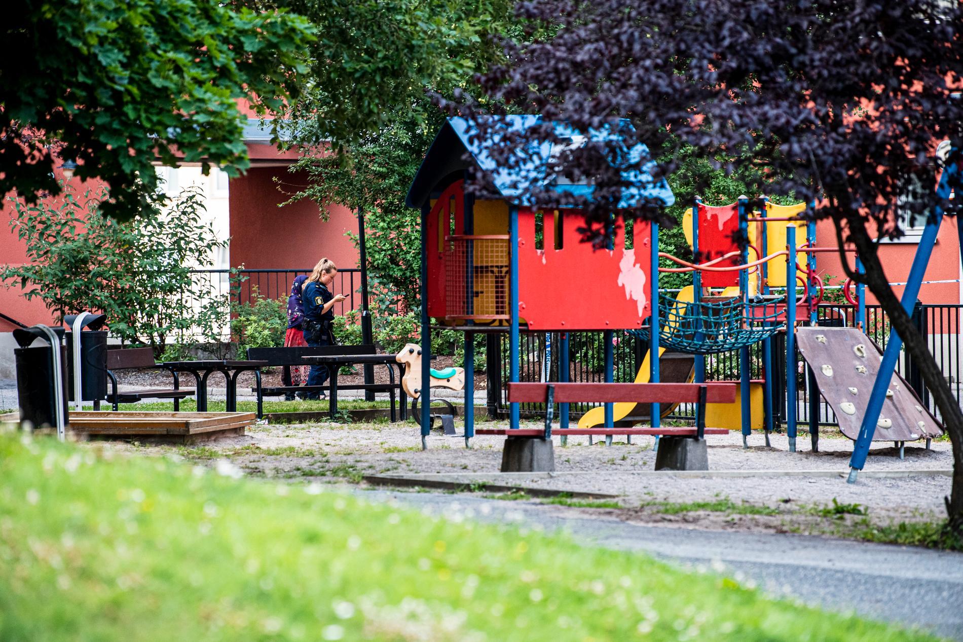 Lekplatsen där barnen lekte strax innan de sköts.