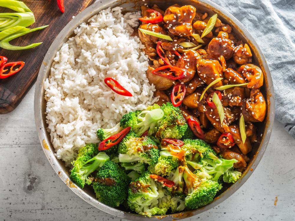 Teriyaki-kycklingens smaker passar fint till broccoli och ris.