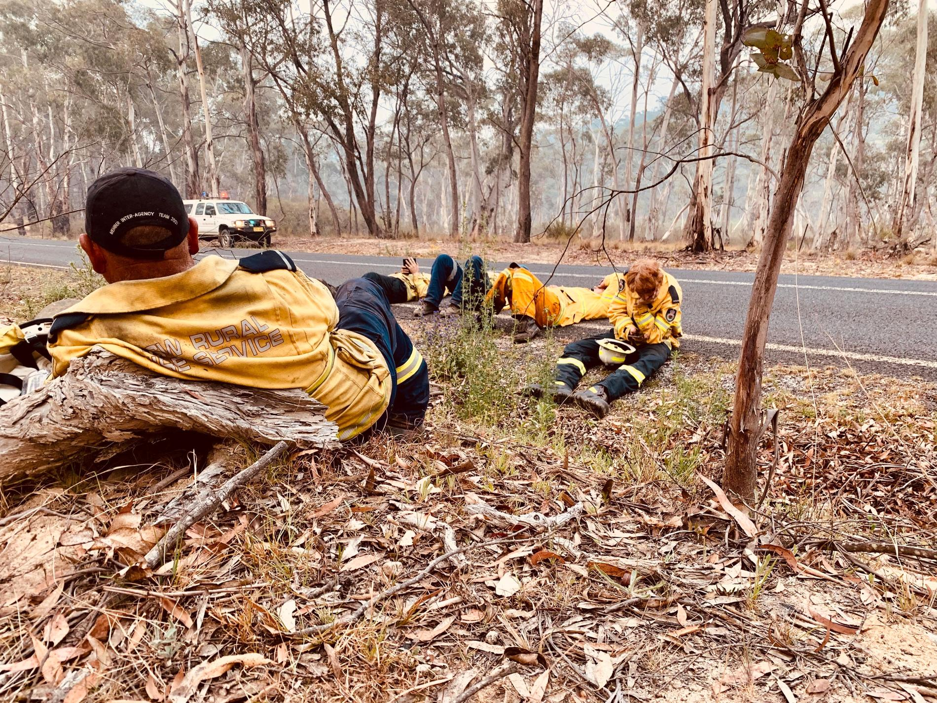 Tre av Johans kollegor har förlorat sina hem i bränderna.