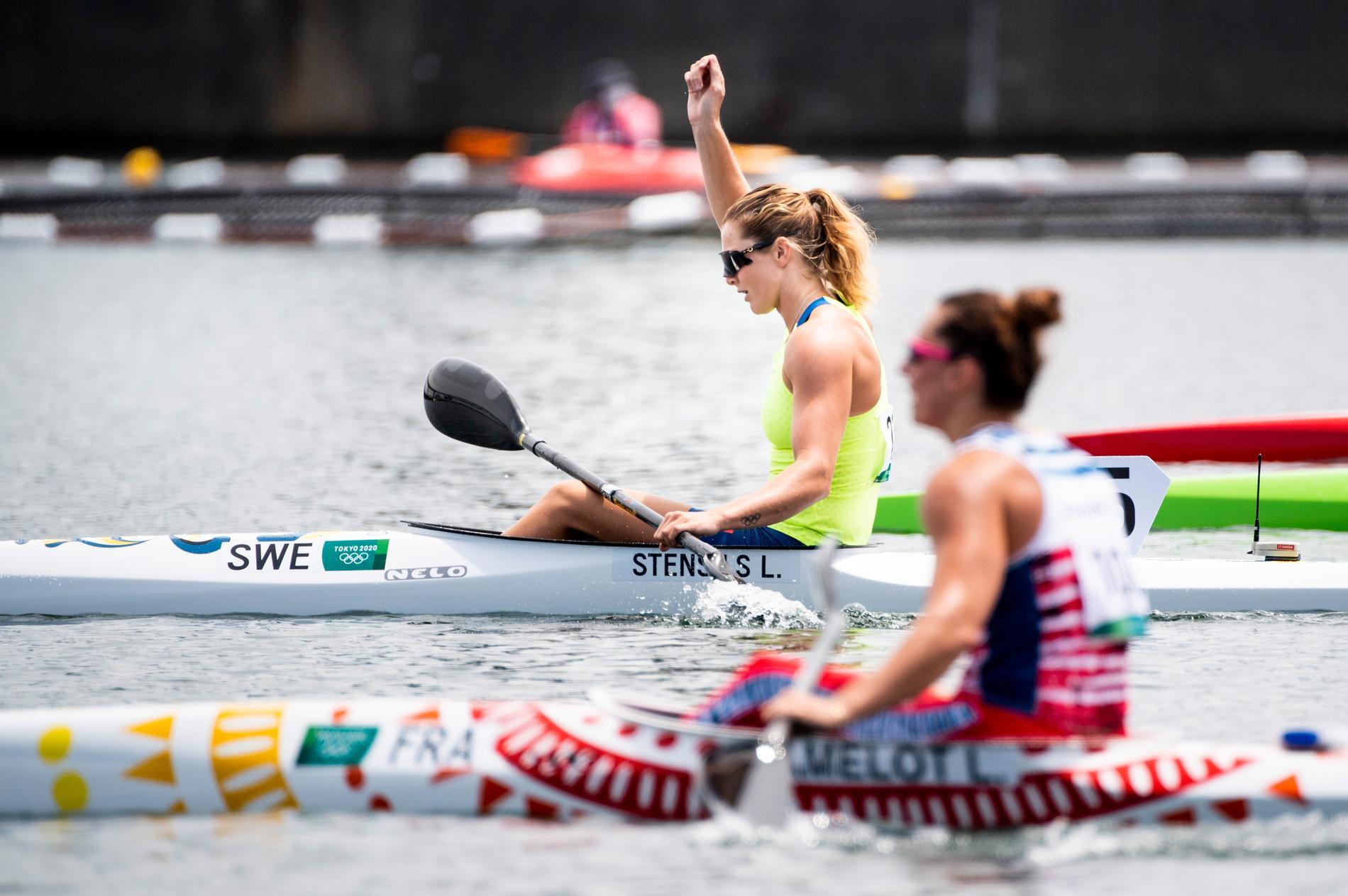 Sveriges Linnea Stensils vann sin kvartsfinal i kanot, K1 200 meter, under sommar-OS i Tokyo. Hon är därmed klar för semifinal.