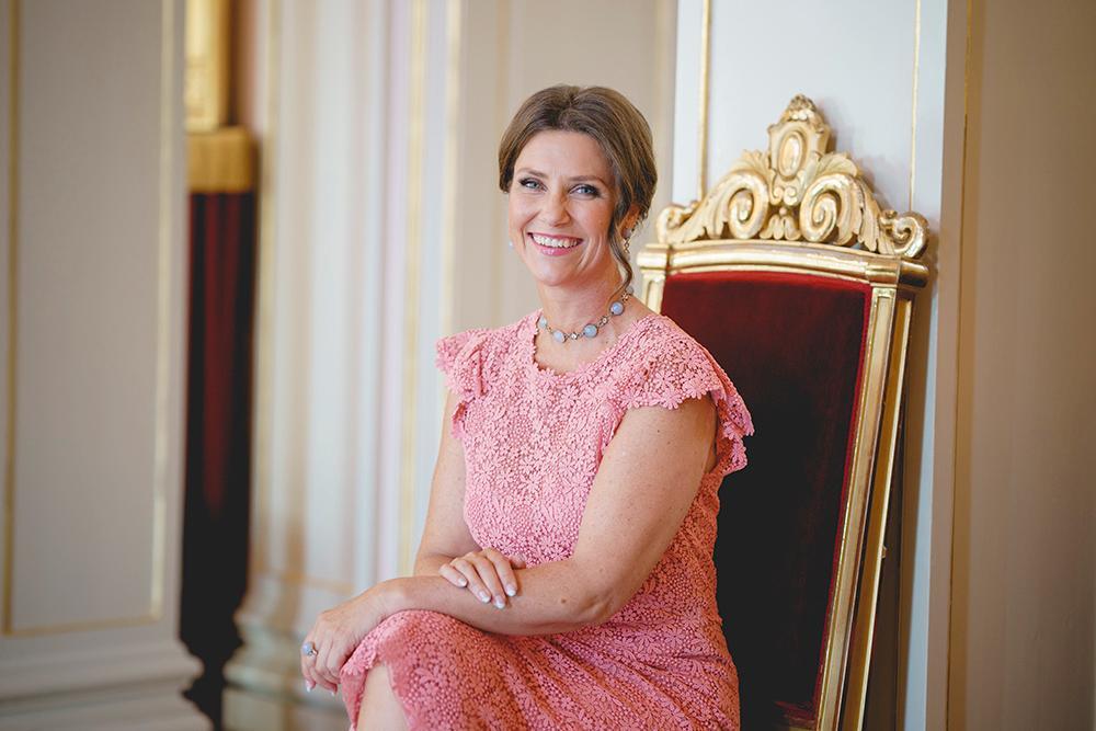 Hovet släppte nytagna bilder på prinsessan Märtha Louise i samband med hennes 50-årsdag.